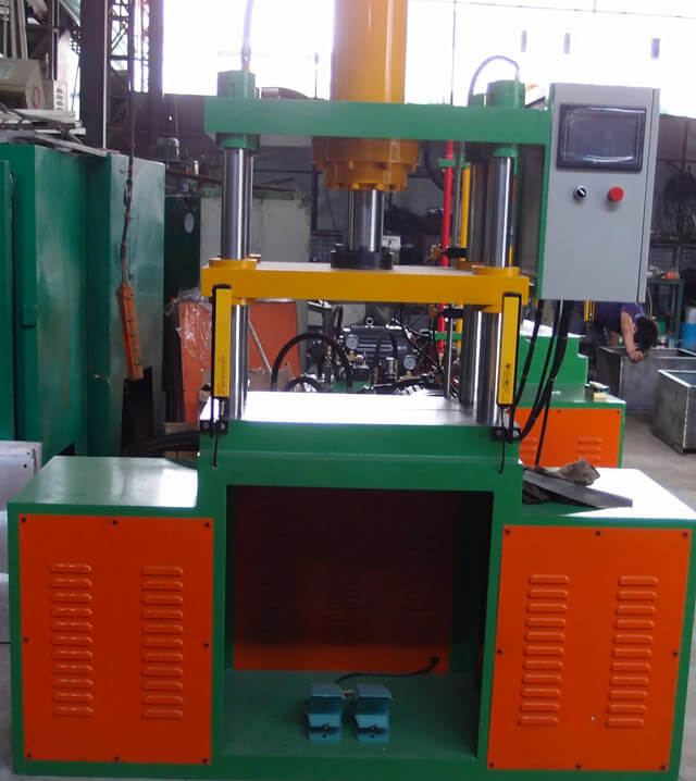 Automatic foam thermoforming machinery